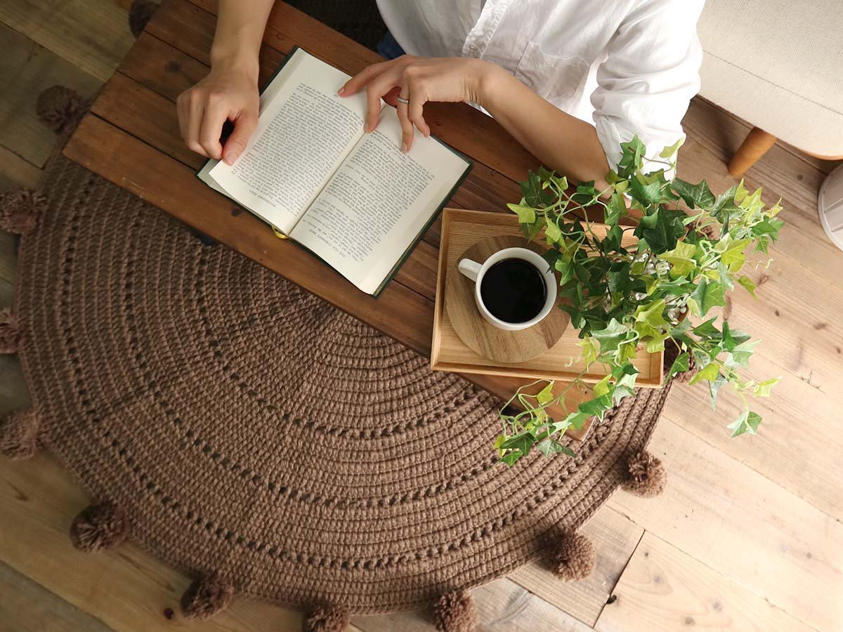 【アウトレット】手編みの優しい雰囲気。可愛い円形マルチマット 『クレープ  ブラウン』■【在庫限り】残りわずか