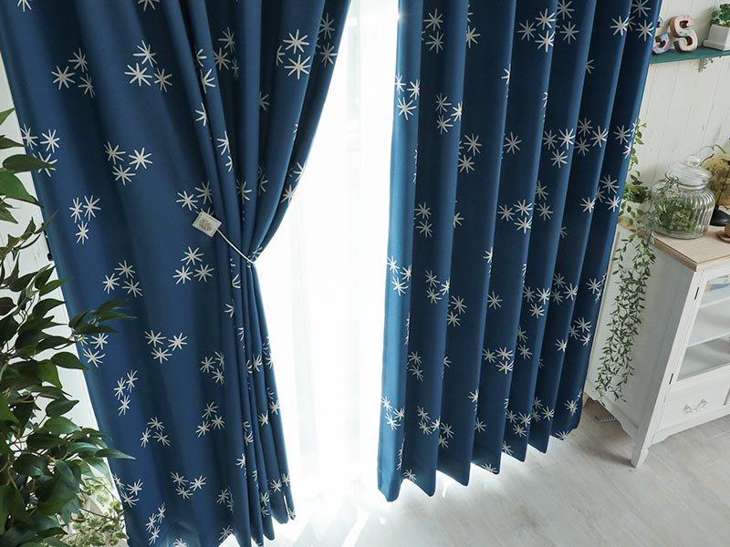 光輝く柄がかわいい!洗える形状記憶・2級遮光ドレープカーテン 『ステラ ブルー』