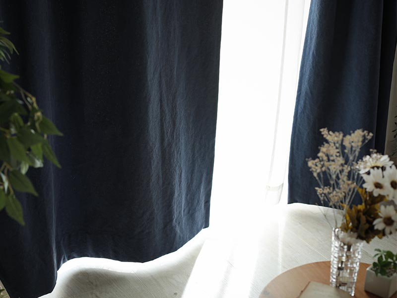 【フラット】しっかりしたキャンバス地の2級遮光ドレープカーテン 『ラフィネ ネイビー』