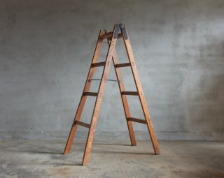 楢材のステップラダー