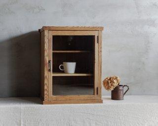 卓上のガラスケース/戸棚