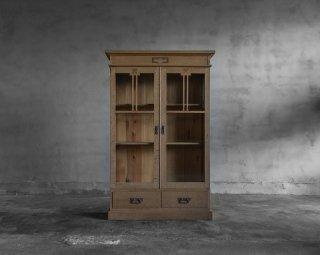 楢と栗の開き戸棚