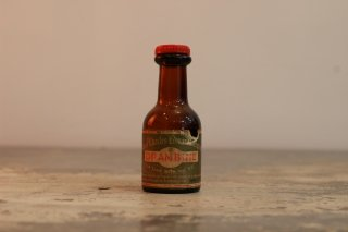 VINTAGE GLASS MINI BOTTLE THE DRAMBUIE LIQUEUR CO LTD