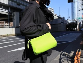 <img class='new_mark_img1' src='https://img.shop-pro.jp/img/new/icons1.gif' style='border:none;display:inline;margin:0px;padding:0px;width:auto;' />LUBBER TOUCH NEON GOAT SHOULDER BAG