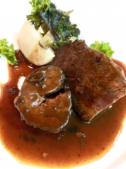 ビストロヒマワリの自然牧草牛の頬肉の赤ワイン煮込み商品画像