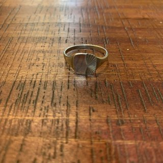 <img class='new_mark_img1' src='https://img.shop-pro.jp/img/new/icons5.gif' style='border:none;display:inline;margin:0px;padding:0px;width:auto;' />【VINTAGE SILVER】 BRITISH VINTAGE SILVER RING SILVER925 シグネットリング