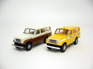 カーコレ13 トヨタ ランドクルーザー(茶/白+道路公団パトロールカー)