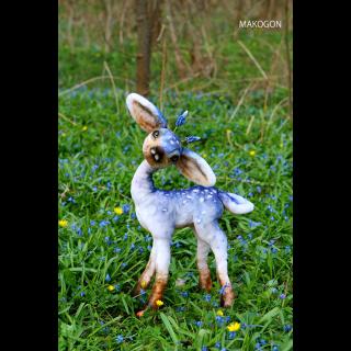春のムスカリ鹿