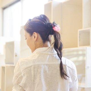 mini|ラブ|咲き編みシュシュ