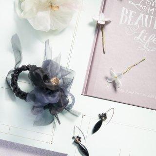 mini|モノトーン|咲き編みシュシュ