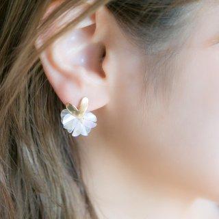 バレンタインに効く♡花咲きフリルのハートピアス(18kgp)