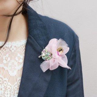 こぶりな咲き編みコサージュ|リバティとオーガンジーとスパンコールと。|ローズ