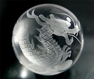 彫刻(運気上昇白龍-水晶)金属台座・携帯ポーチ(M)付き