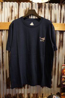 BANKS JOURNAL × PARAMOUNT COFFEE PROJECT SHARKS TEE (DIRTY DENIM)