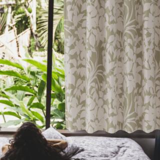 生き生きとした植物の印影柄がリゾートホテルでつかわれるカーテンの様。室内をボタニカルな空間にします。 遮光2級・お洗濯ができる。【FR3981 Leaves リーブス BEベージュ】