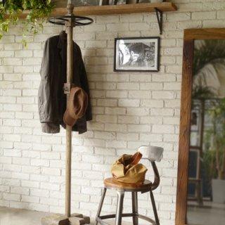 マホガニー材のコートハンガー