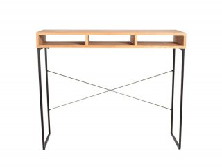 シンプルで洗練されたデザインながら、ゆとりのある大人なデザインのカウンターテーブル