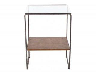 とてもシンプルな素材で出来たガラスサイドテーブル
