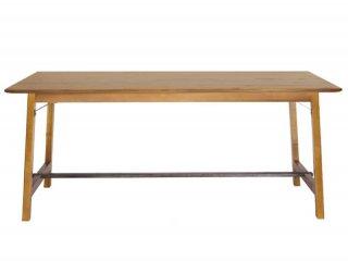 カントリー感を出しつつも、スチールワークを押し出し、現代カントリー版のダイニングテーブル