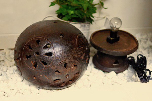 ロンボク焼きのフラワーボールランプ