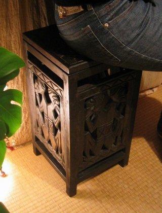 ロンボク透かし彫り収納スツール