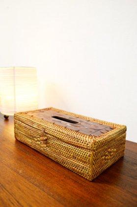 ロンボク彫刻のラタン テッシュBOX