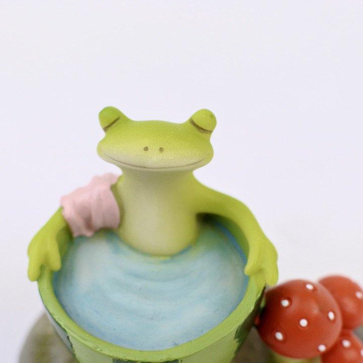 スイカ風呂カエル