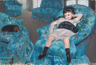 青い肘掛け椅子の少女