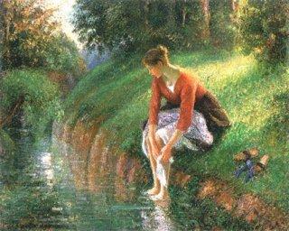 足を洗う若い女性