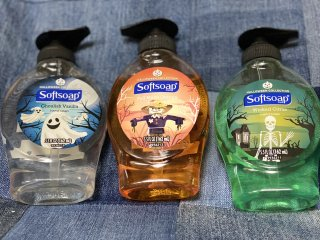 <img class='new_mark_img1' src='https://img.shop-pro.jp/img/new/icons55.gif' style='border:none;display:inline;margin:0px;padding:0px;width:auto;' />ハンドソープ☆softsoap☆ハロウィン柄