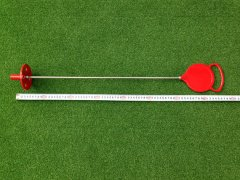 本コースのパター練習グリーンで見かける本物のマーカーピンです。