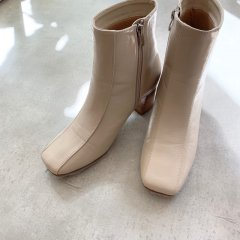 SELECT centerseam boots
