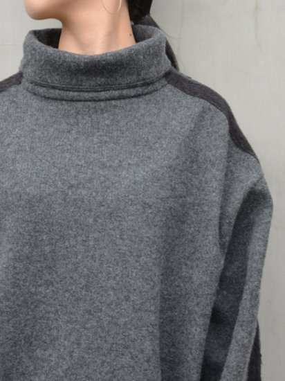 White Mountaineering CONTRASTED HIGH NECK PULLOVER