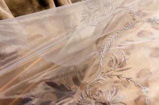 【生地】銀糸刺繍レース布地 280cm幅 白 光沢あり高級輸入生地