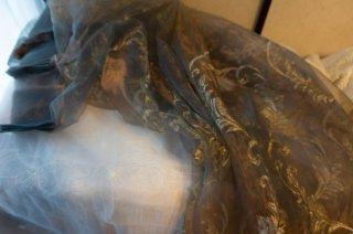 【生地】玉虫色 銀糸刺繍レース布地カーテン仕立て上がり 幅250cm×丈230cm 玉虫色 光沢あり高級輸入生地
