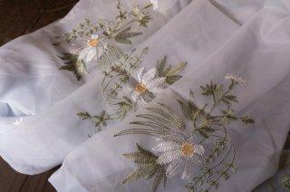 【生地】端切れ*花モチーフ刺繍 薄手 布地 カーテン 50cm×270cm 白 輸入生地