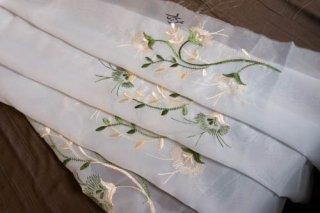 【生地】端切れ*花モチーフ刺繍 薄手 布地 カーテン 105cm×185cm 白 輸入生地