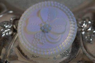 【ボタン】チェコ ヴィンテージ ガラスボタン クローバー柄 乳白色