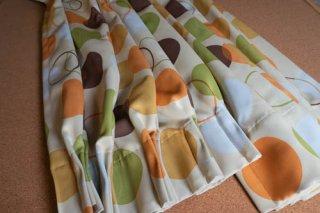 【生地】グリーン×イエロー ビタミンカラーのポップな丸模様のカーテン 幅57cm×丈225cm 輸入生地