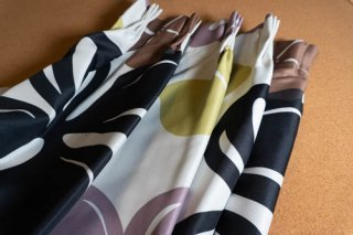 【生地】グリーン×パープル×ブラック 大柄の花模様のカーテン 幅58cm×丈225cm 輸入生地