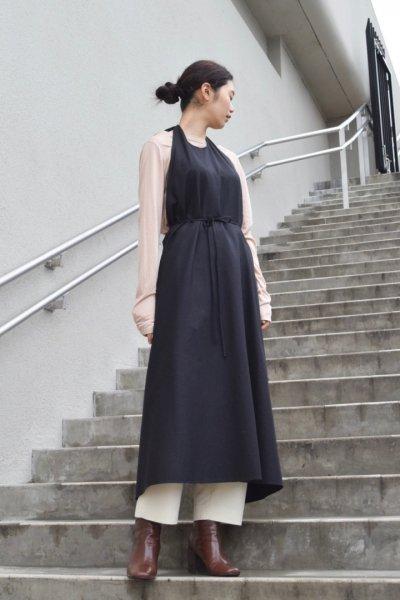 BASE RANGE / APRON DRESS RAW SILK / BLACK