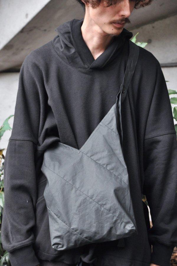 JAN JAN VAN ESSCHE / BAG#17 / OFF-BLACK COATED COTTON