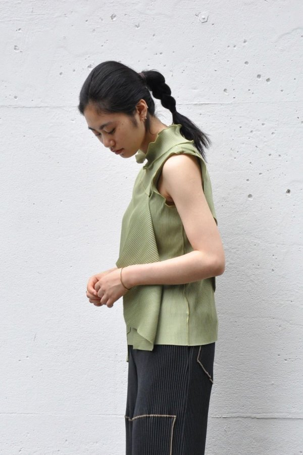 KOTOHA YOKOZAWA / PLEATS TOP (NO SLEEVE HIGH NECK) / GREEN