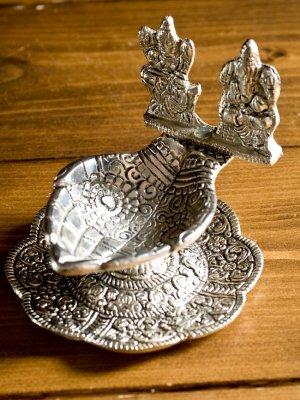 ガネーシャとラクシュミーのホワイトメタルの両手皿のお香立て&オイルランプ