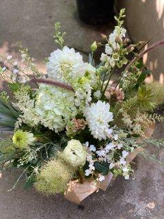 季節の花のアレンジメント Lサイズ