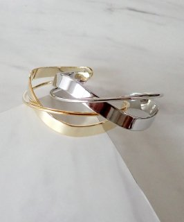 <img class='new_mark_img1' src='https://img.shop-pro.jp/img/new/icons8.gif' style='border:none;display:inline;margin:0px;padding:0px;width:auto;' />mille blanc◇Metal Cross bangle