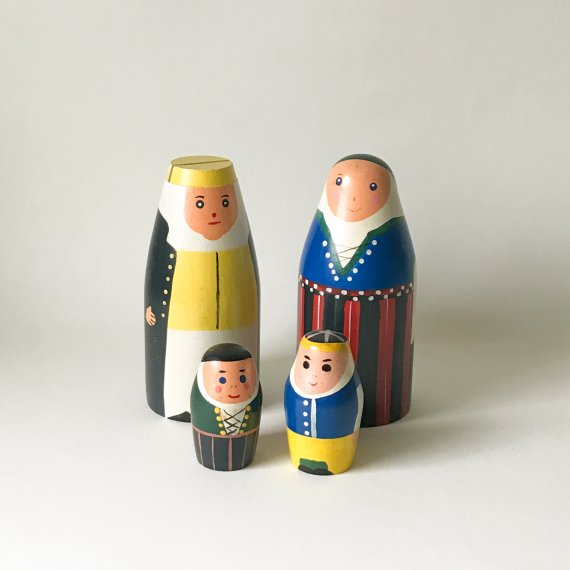 <img class='new_mark_img1' src='https://img.shop-pro.jp/img/new/icons6.gif' style='border:none;display:inline;margin:0px;padding:0px;width:auto;' />WOODEN FIGURINE FAMILY