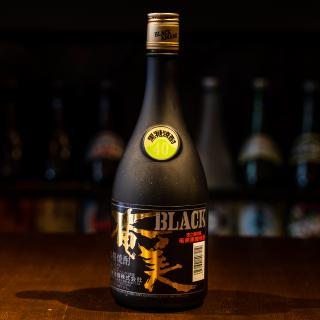 BLACK奄美(ブラック奄美) 720ml 40度 『長期樫樽貯蔵』《奄美酒類》【黒糖焼酎】