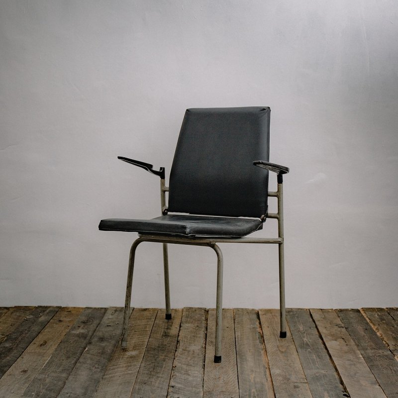 STACKING ARM CHAIR<br>スタッキング アームチェア