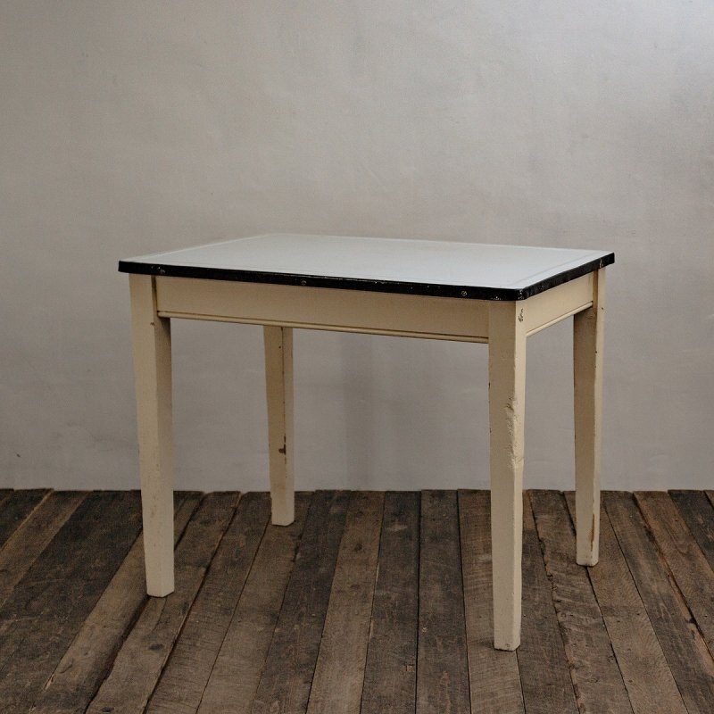 <img class='new_mark_img1' src='https://img.shop-pro.jp/img/new/icons20.gif' style='border:none;display:inline;margin:0px;padding:0px;width:auto;' />ENAMEL TOP TABLE<br>ヴィンテージ エナメルトップ テーブル